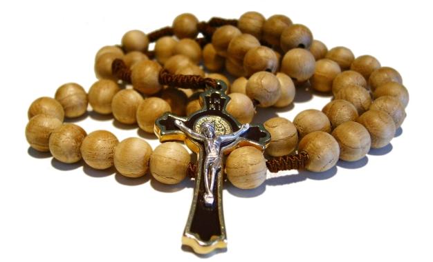 A los católicos Dios les dio el arma más poderosa: el Santo Rosario