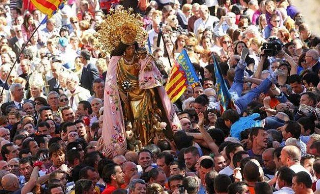 Atacan con explosivo imagen de la Virgen María en España